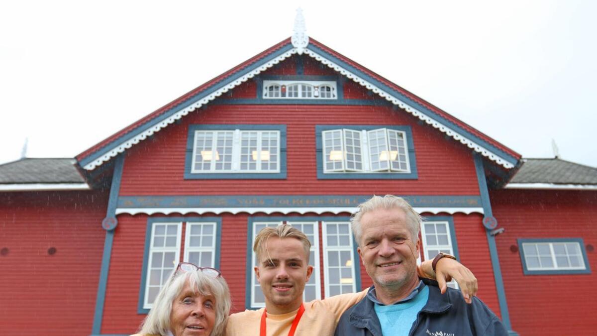 Turid Furuberg gjekk på Voss folkehøgskule i 1949-50. Jakob starta denne hausten, i fotspora etter far Trond Bendiksen, som gjekk på skulen i 1972-73.