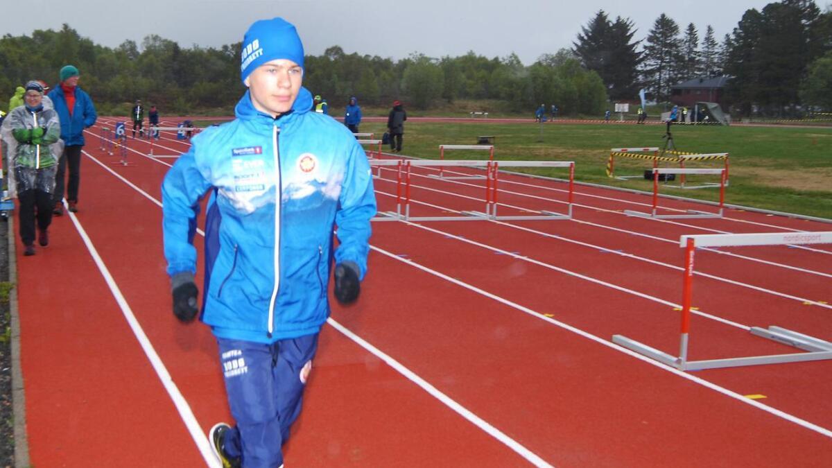 August Larem Svare fra Bodø Friidrettsklubb likte den nye banen.