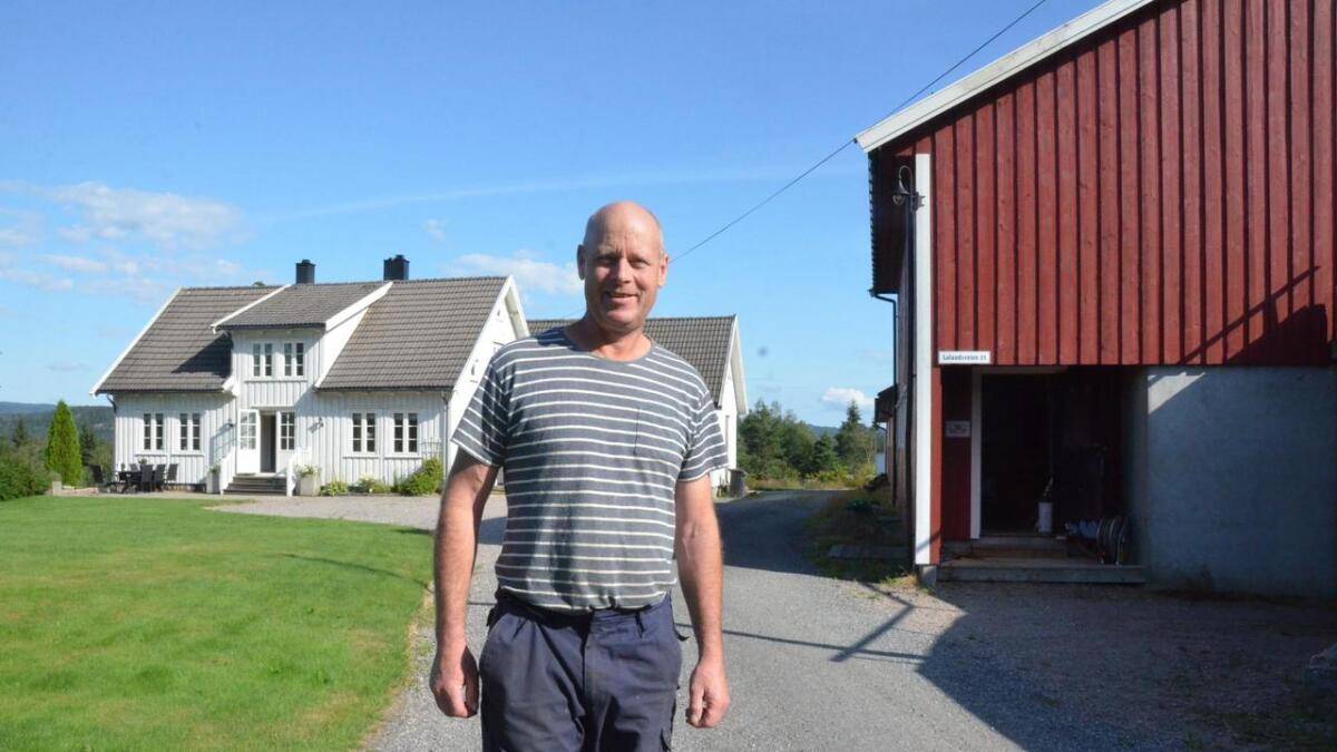 Bonde Tor Kristian Ellingsberg på Loland er skuffet over at kommunen, to år etter at han søkte om å nydyrke ei myr, avslår søknaden.