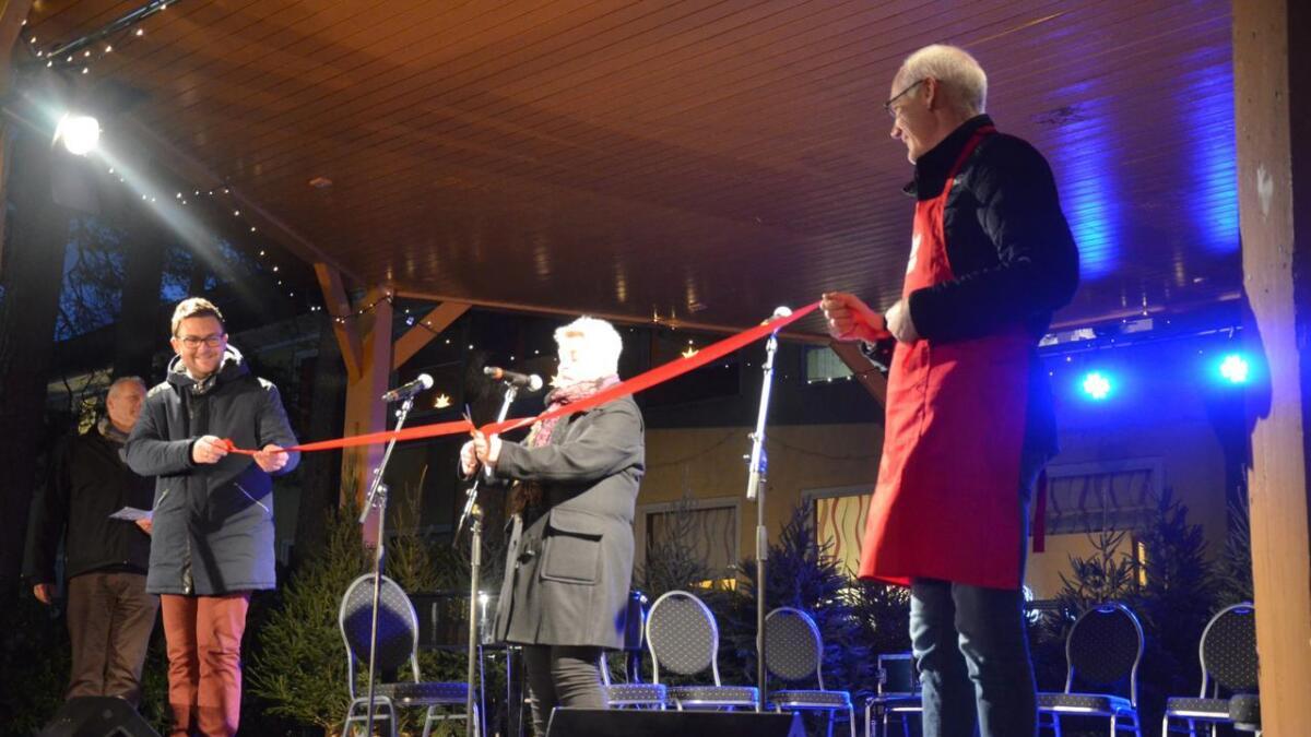 13. desember var det høytidleig åpning av bygdas eget julemarked. Mye må endres dersom arrangementet ha livets rett. ArkivFoto