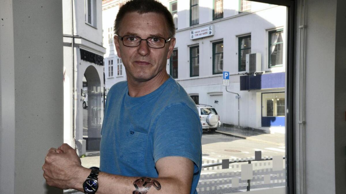 Freddy de Ruiter valgte i fjor å tatovere seg for å skape oppmerksomhet rundt autisme. Hans fem år gamle sønn Elias er autist.
