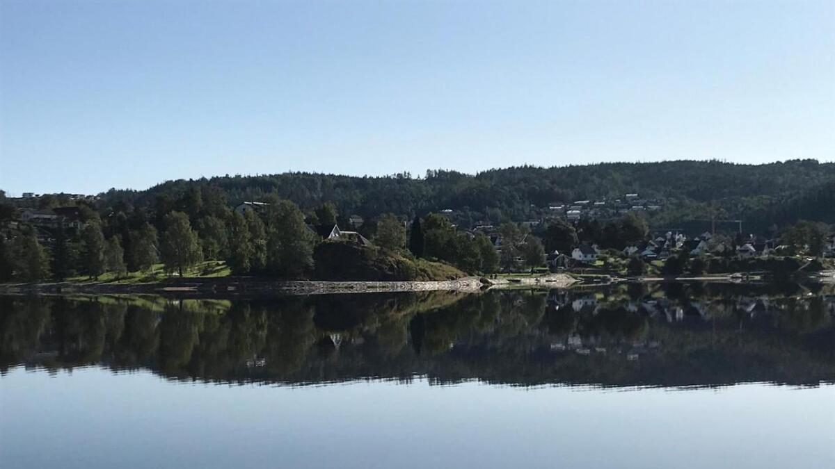Jan Thomassen mener det ikke må lages mer park-liknende strandsti, for å bevare artsmangfoldet i fjorden.