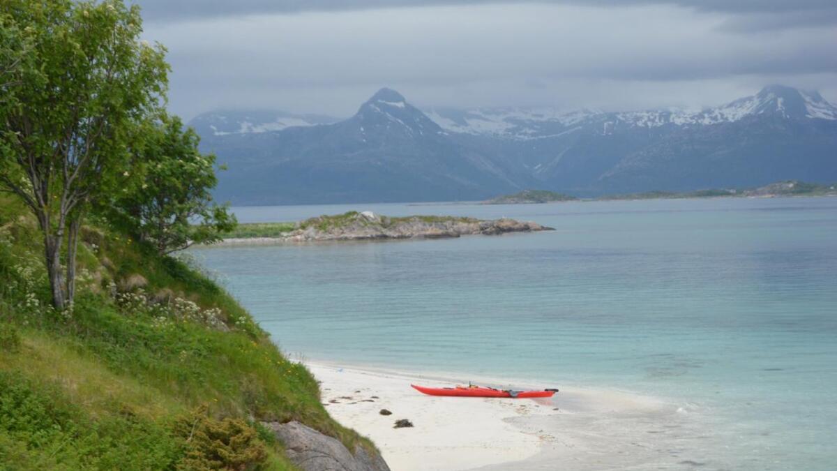 Strandhugg på Rotvær utenfor Lødingen.