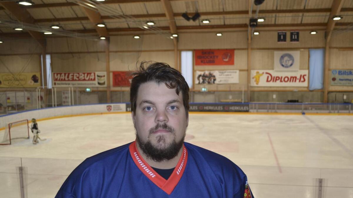 Filip Nilsson er en av veteranene i Skien Ishockeyklubbs 2. divisjonslag denne sesongen. Lørdag serieåpner klubben hjemme mot Kongsvinger.
