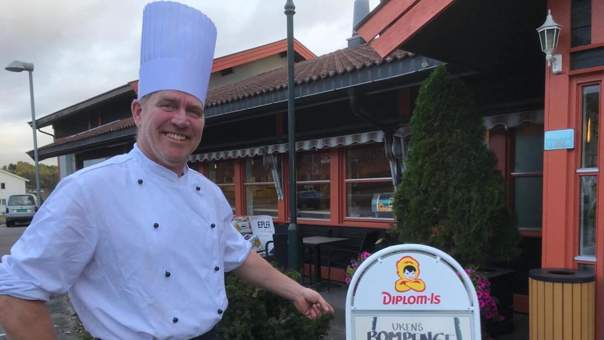 Ole-Kristian Ingelstad ved Aarnes kafeteria på Gvarv sier han har fått mye respons.