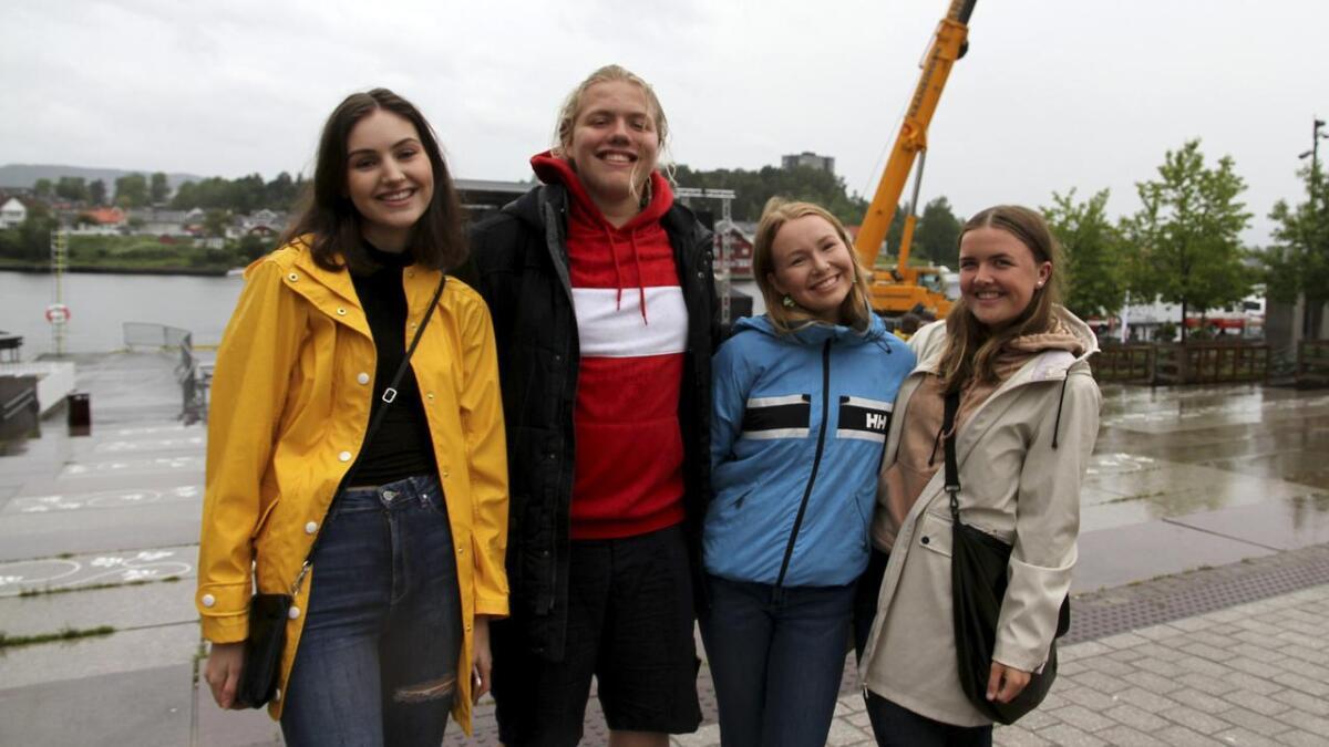 Ida Nordheim, Sander Ragnarsson Briskelid, Rebecka Vegelbo og Tuva Thors syns det er gøy med teaterfestival.