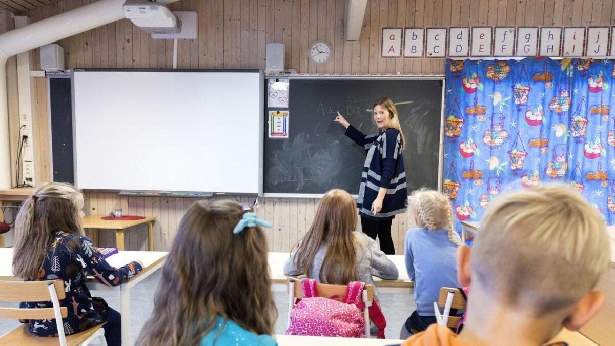 Kva påverkar resultata til born på skulebenken? Er det gode lærarar, prioriteringane til kommunen, inntekts- eller utdanningsnivået til foreldra, eller er det påverknad frå nabolaget?