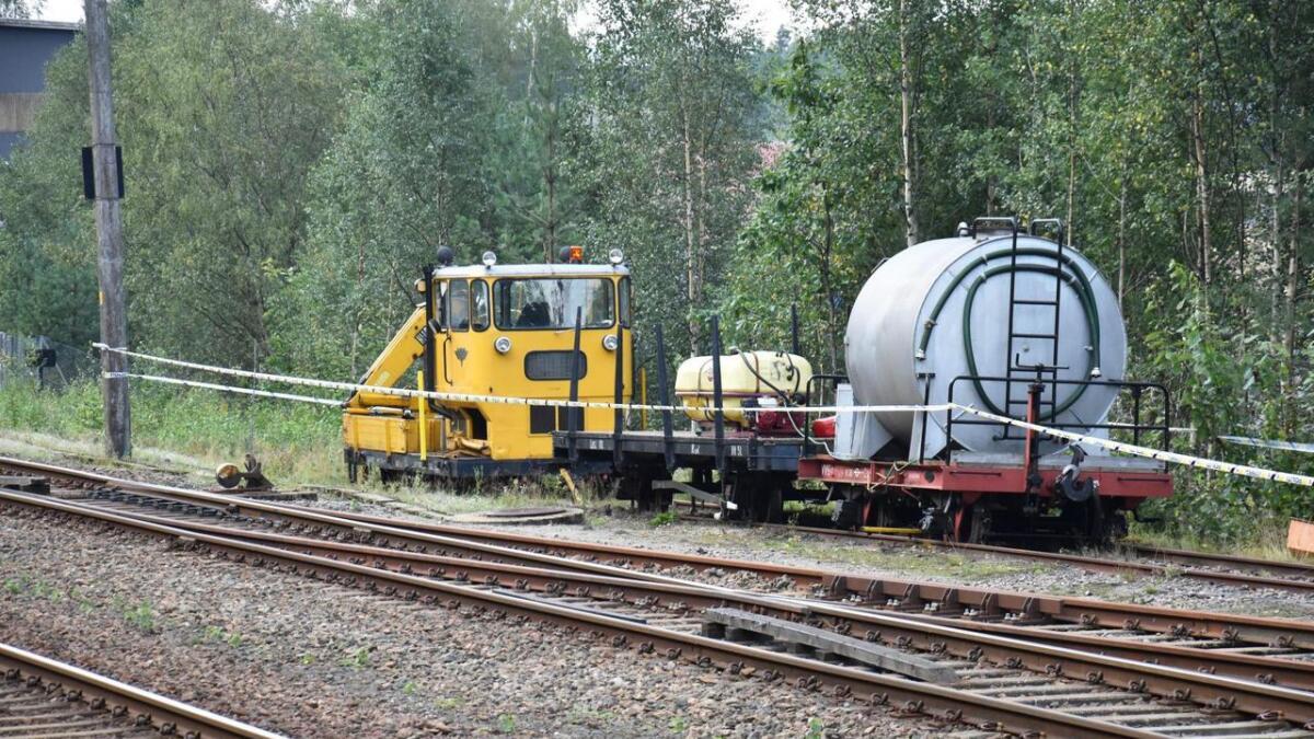 Havarikommisjonen vil ikke si noe om årsaken til at arbeiderne mistet kontrollen på et arbeidstog på Setesdalsbanen, og lot det kjøre førerløst i tre kilometer.