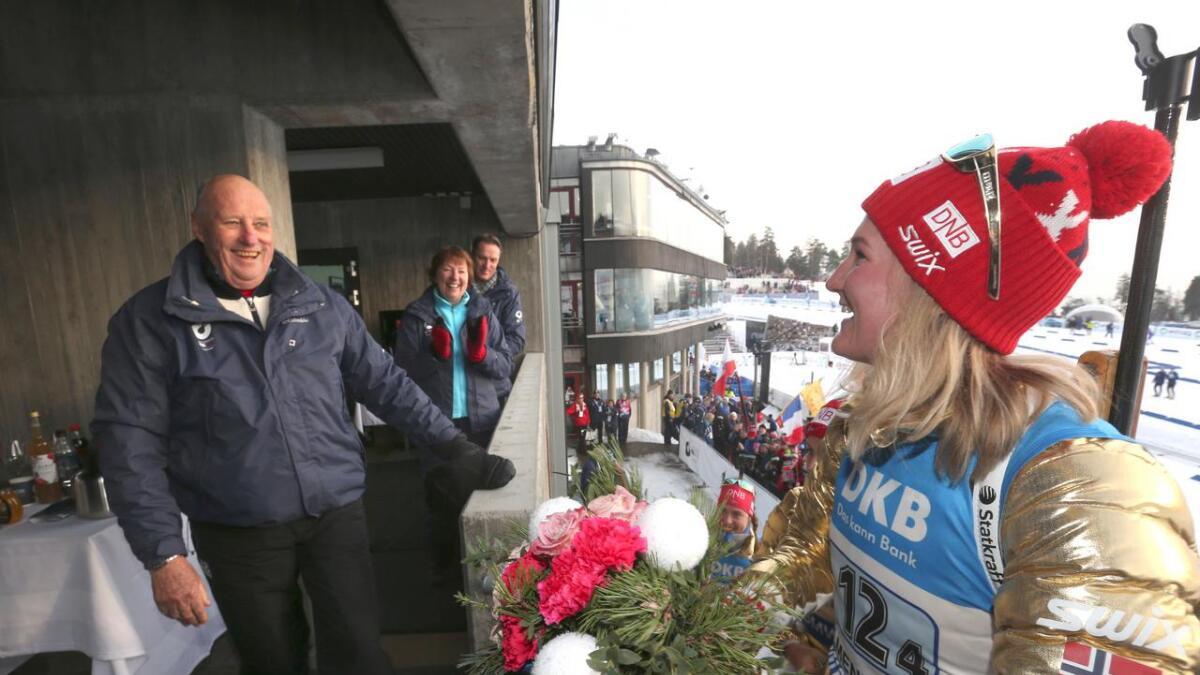 Marte Olsbu vant og fikk hilse på Kong Harald.