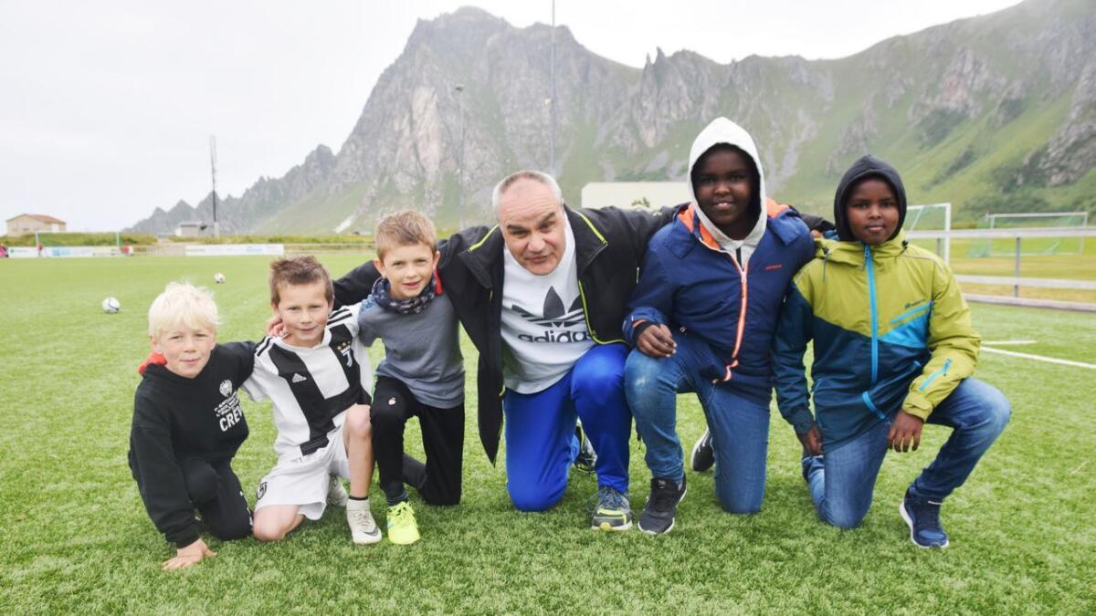 Thode, Romeo, Benjamin, Stein Bjørnar, Mohamed og Anas hadde en herlig formiddag sammen på Bleik torsdag.