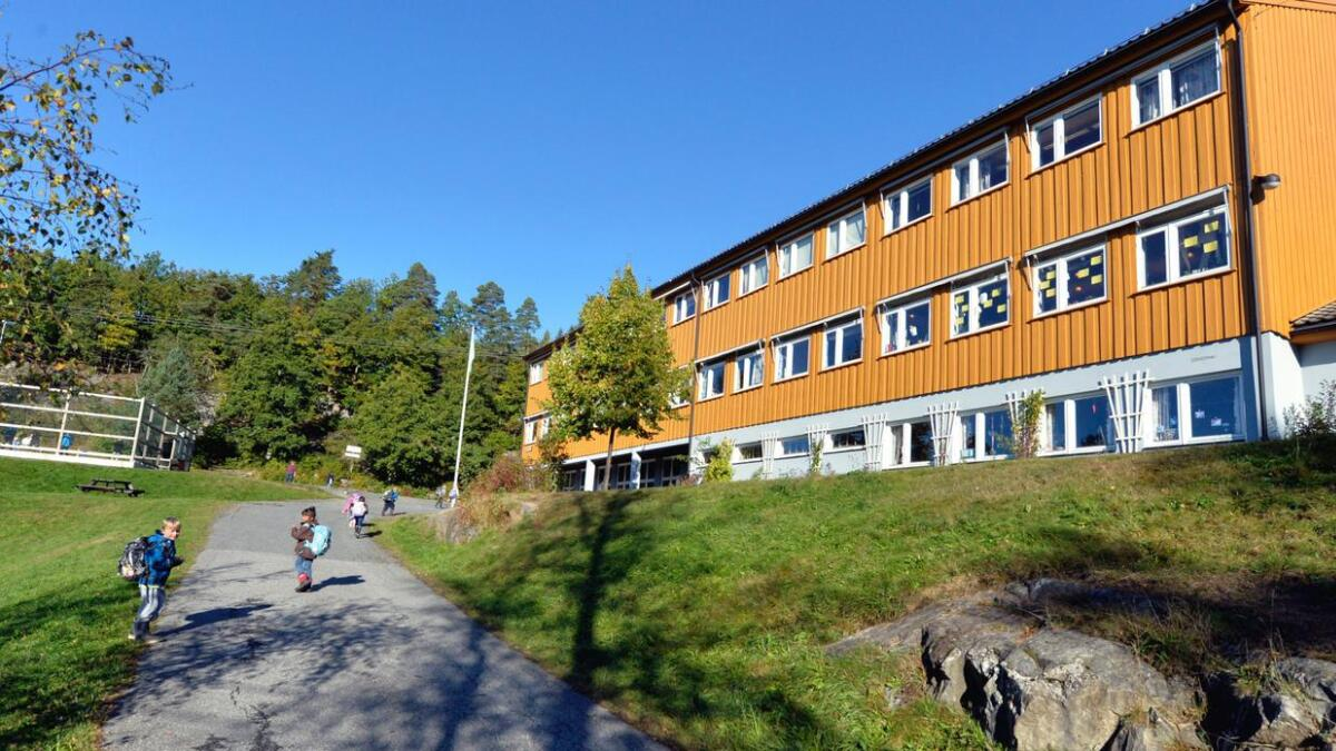 Høyre mener det er behov for å bruke mer penger på skolene i Arendal.