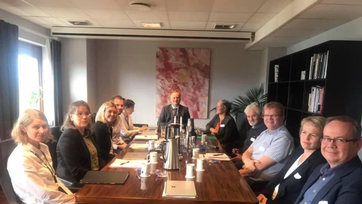 Rådmann Jon Sverre Bråthen møtte i dag Fylkesmannen i meklingsmøte sammen med ordfører, politikere og en delegasjon fra Nes kommune.