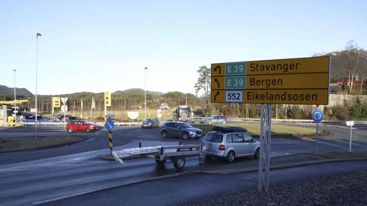 Trafikkulukke ved UNO X torsdag ettermiddag.