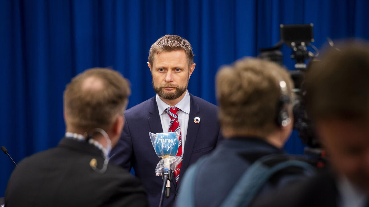 Helse- og omsorgsminister Bent Høie (H) la søndag fram en ny veileder for kommunene om lokale karanteneregler. Foto: Fredrik Varfjell / NTB scanpix
