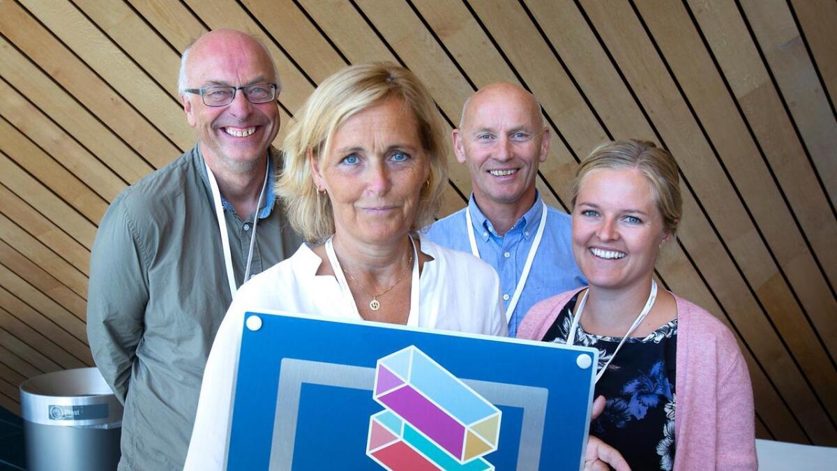 Avigo kan nå smykke seg med tittelen «likestilt bedrift». Her jobbveileder Morten Austdal, daglig leder Monica Bergin Grimstad, arbeidsleder Olav Torve og HR- og HMS-ansvarlig Kristin Aareskjold Glamsland.