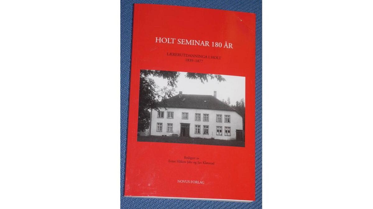 Jubileumsheftet frå seminaret på Holt med mykje interessant stoff.