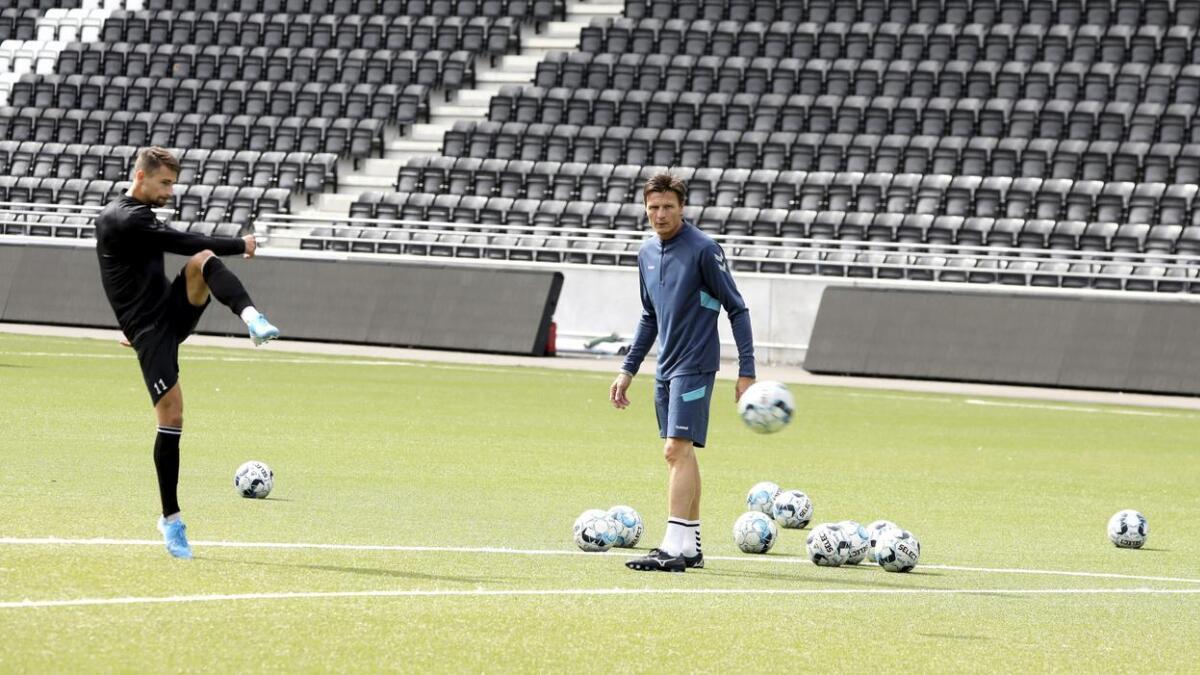 Frode Johnsen var veileder for dem som skal score Odd-målene i disse tider, da han gjorde et midlertidig comeback i gruppa med Elba Rashani og de øvrige spillerne torsdag.