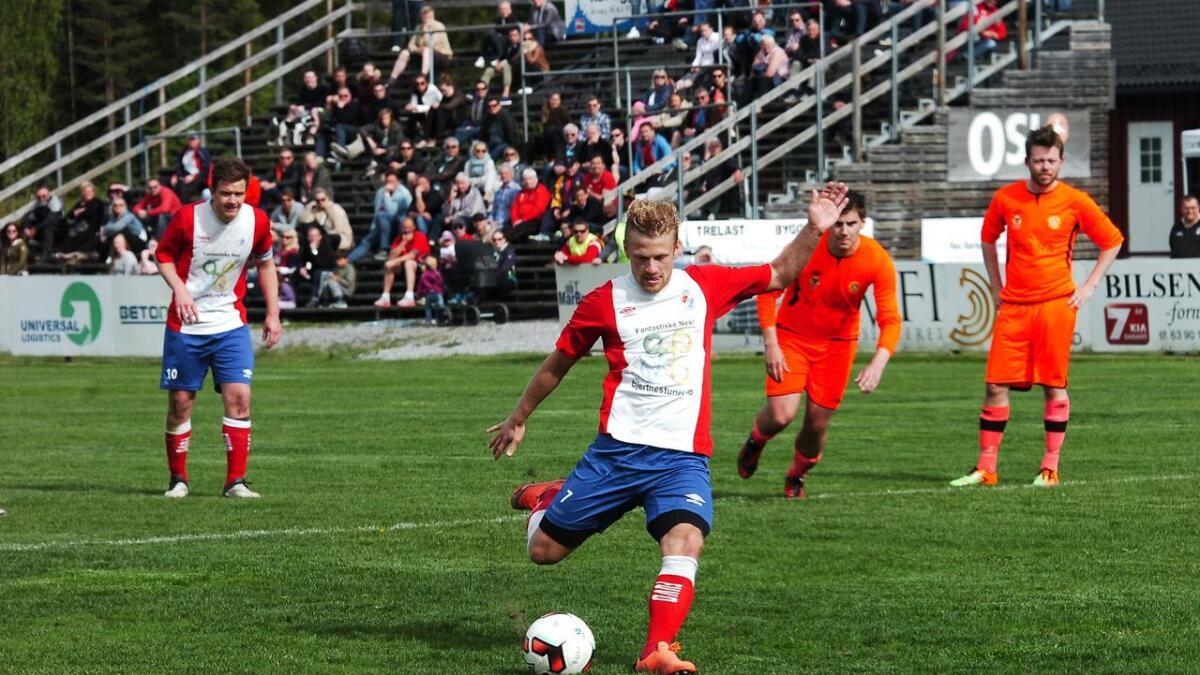 Fotball er en viktig arena for å bruke hele følelsesregisteret, skriver redaktør Fred C. Gjestad i denne lederartikkelen . Her er det Kim Brenna som scorer for FUVO borte mot Ull/Kisas rekrutter.