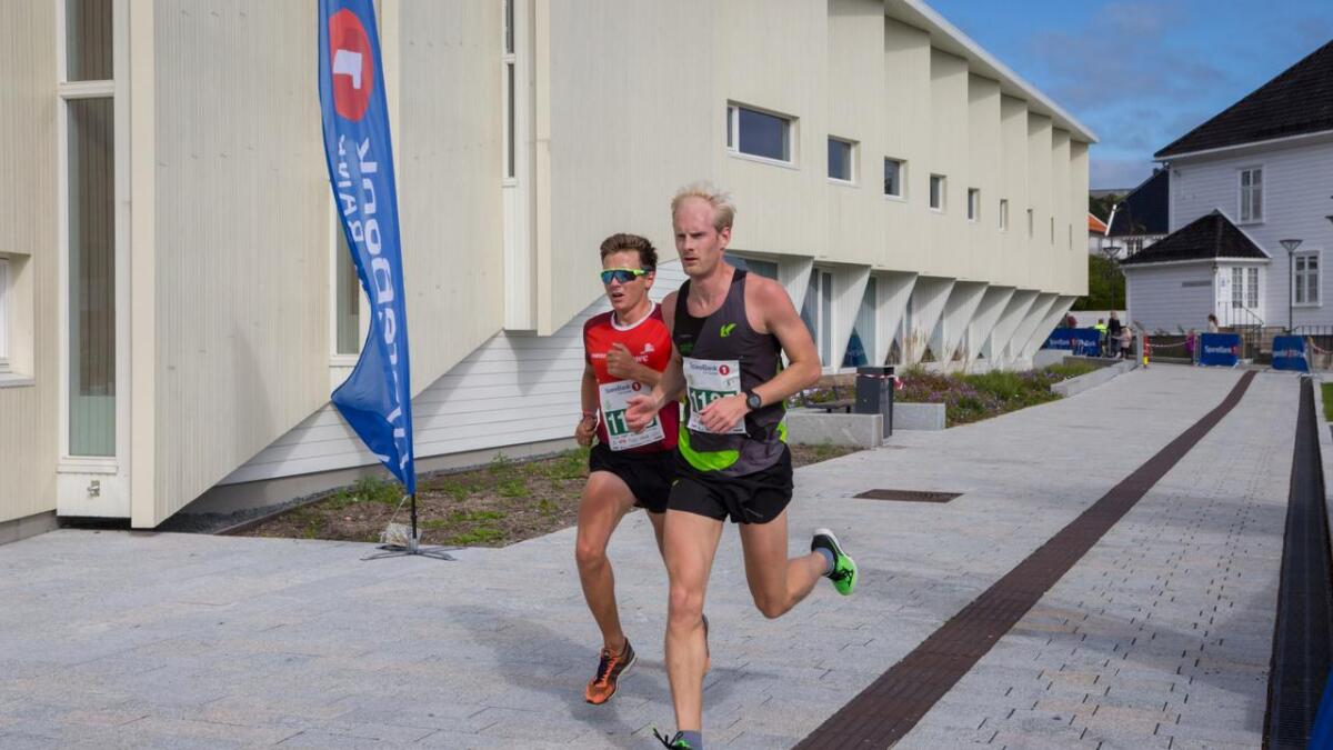 01. 14 sekunder bak kom Lars Aanensen fra PwC.