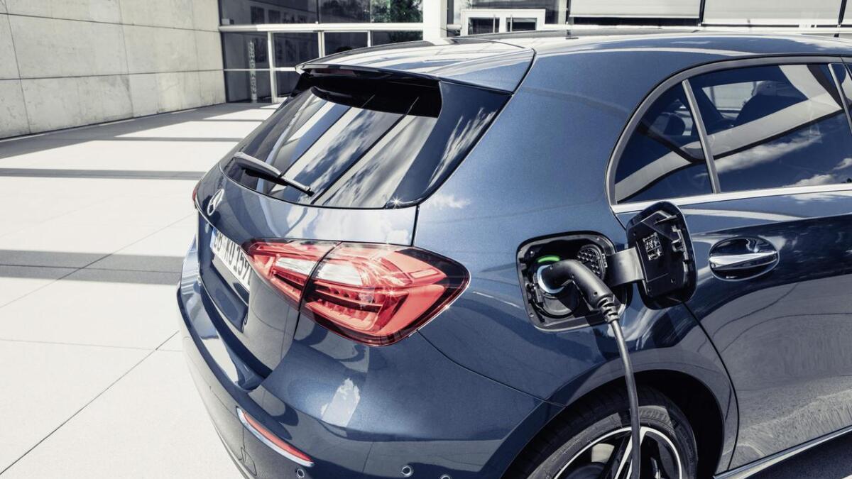 Snart kjem Mercedes-Benz minste modellar, A- og B-klasse, som ladehybridar.