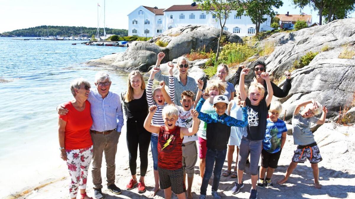 Hav Helling-Larsen (fremst) startet underskriftskampanje for å få tarzanflåta til Orehola. Mandag kom gladmeldingen.