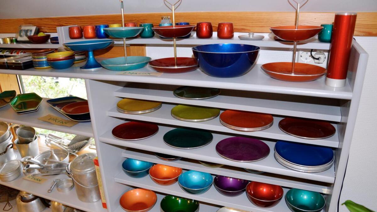 Emalox sine glassemaljerte ting ble solgt hos gullsmeder.