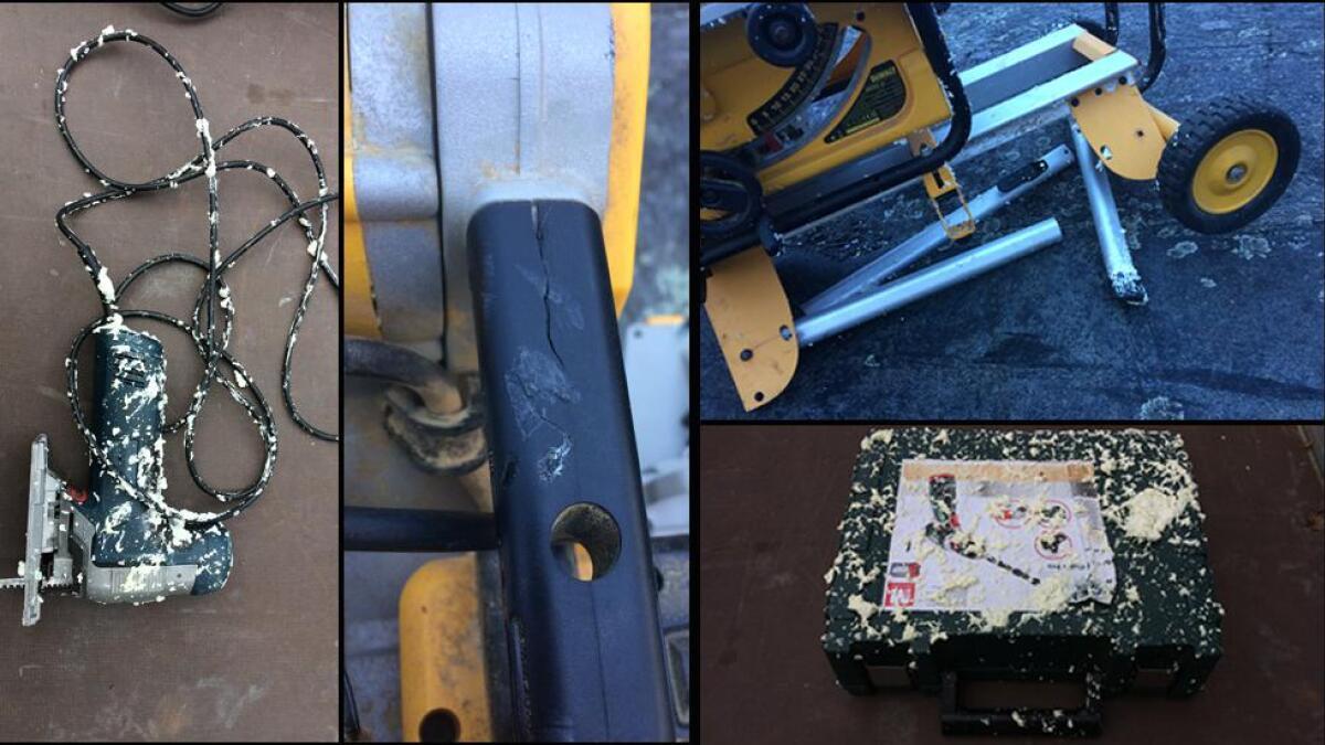 Snekkeren hevder mye av hans verktøy ble ødelagt av en mor og datter fra Oslo.