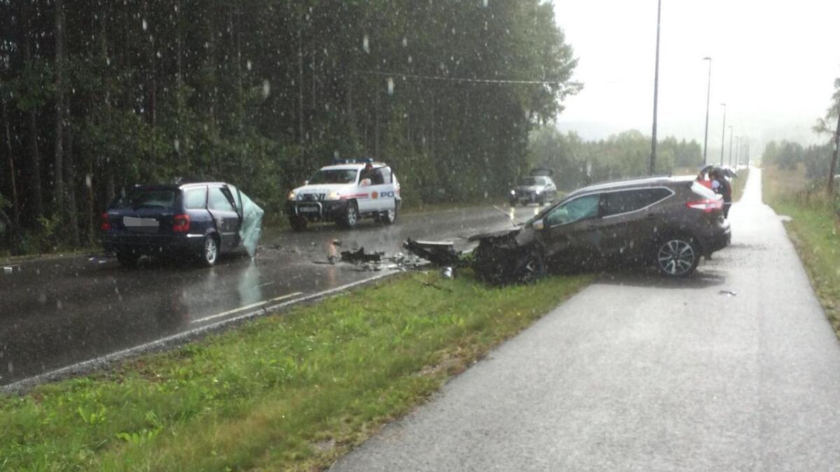 To biler kolliderte i Bø mandag ettermiddag.
