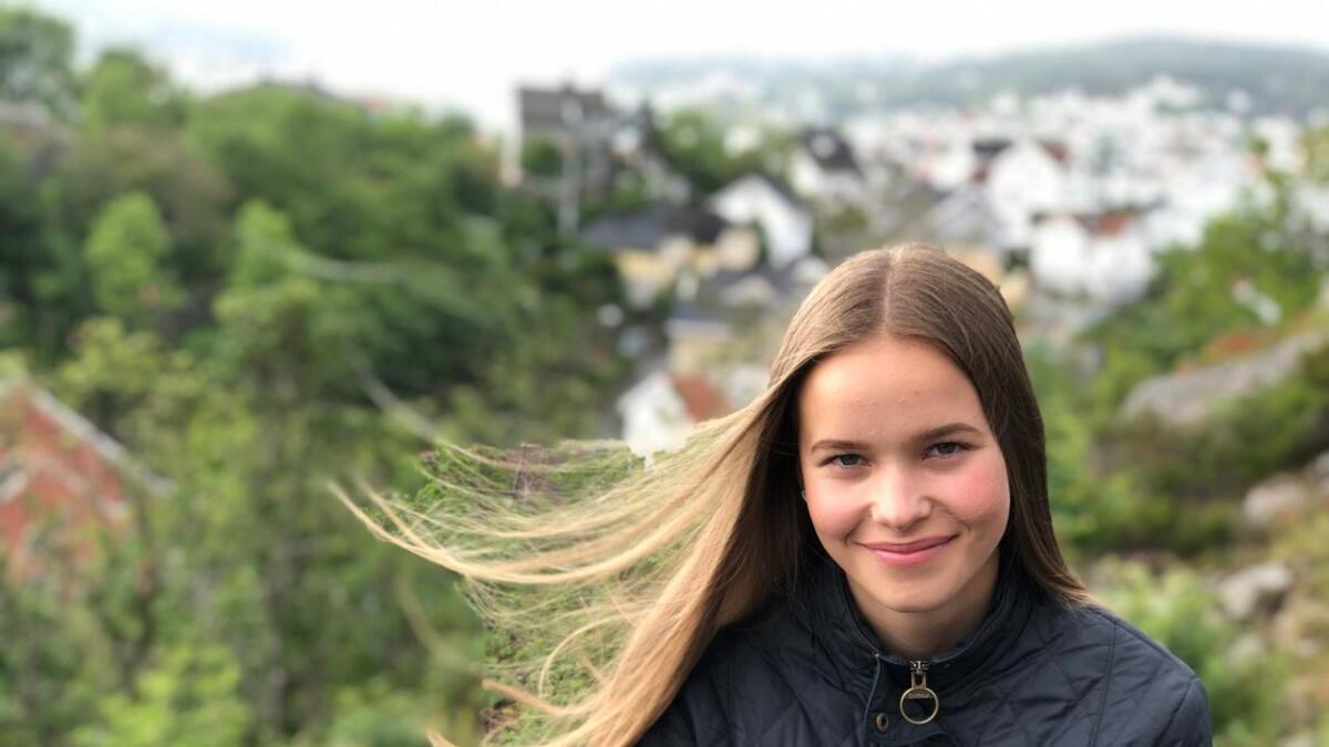 Kristin Helle Ahlquist (15) står modig opp for barn og unge fra vanskeligstilte familier. - Tilbudet i Arendal er ikke bra nok, sier hun.