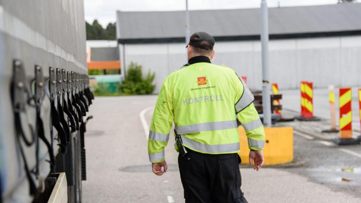 Statens vegvesen avskilta ein semitrailen natt til torsdag.