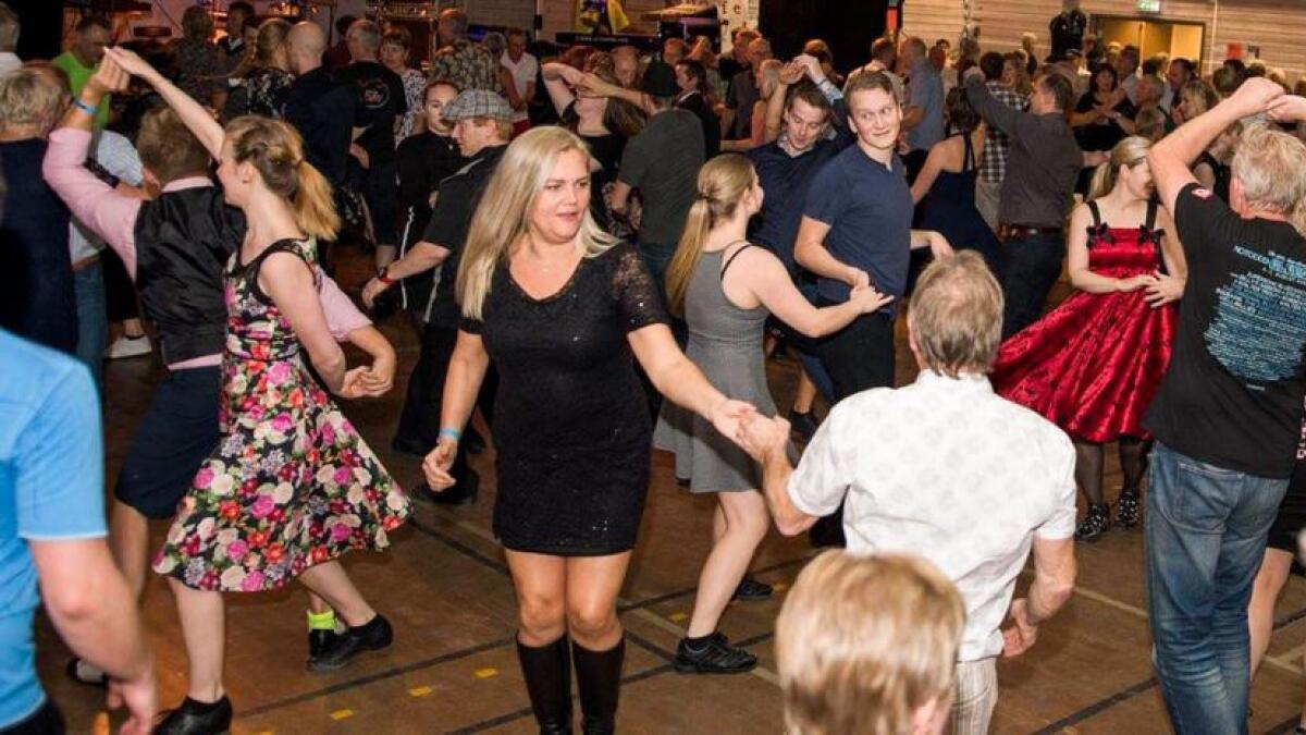 Kom og Dans Grimstad byr på gratis swingkurs for nybegynnere på Kalvild gård fredag og lørdag. – Da kan selv de som aldri har danset før være med på resten av programmet, sier Greta Gunleivsen.