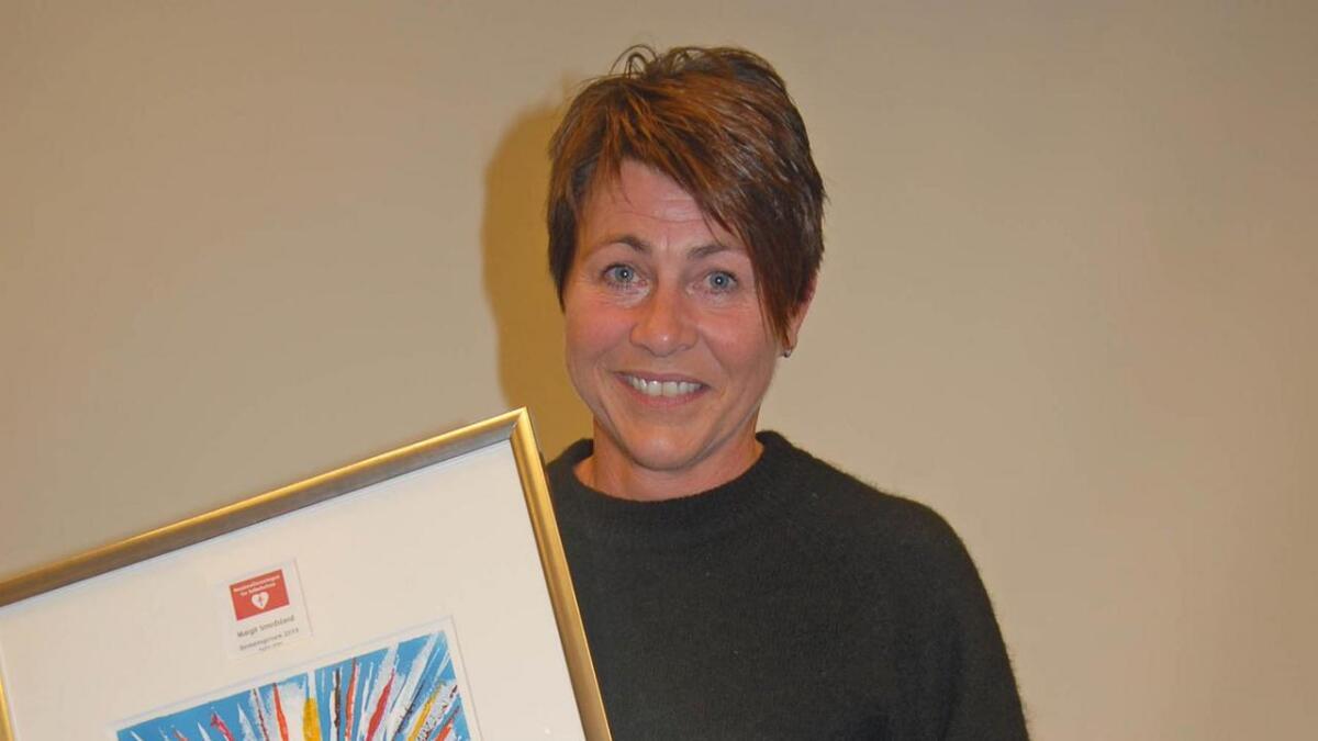 Dagleg leiar ved arbeidsstoga på Byglandsheimen, Margit Smedsland fekk årets demenspris i Agder.