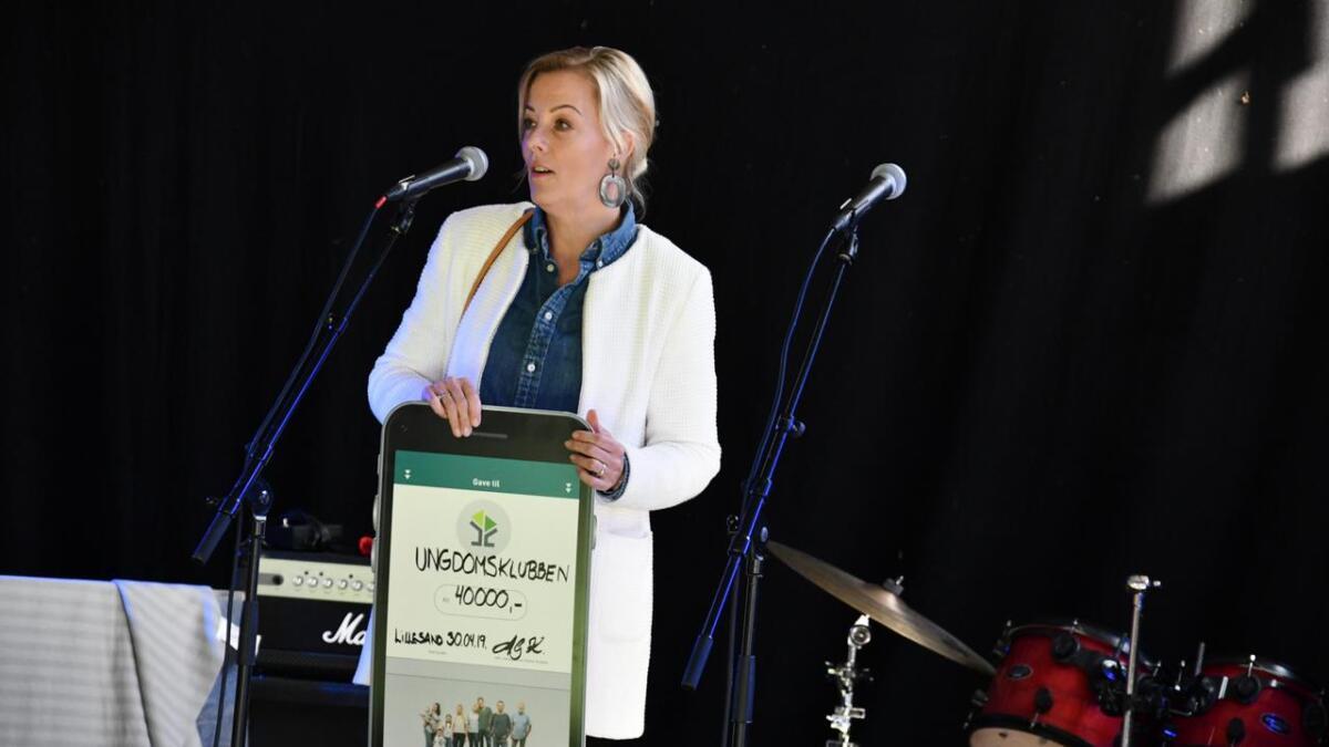 Overskuddet lar Lillesands Sparebank og banksjef Anne Grethe Knudsen støtte store og små tiltak i lokalmiljøet.