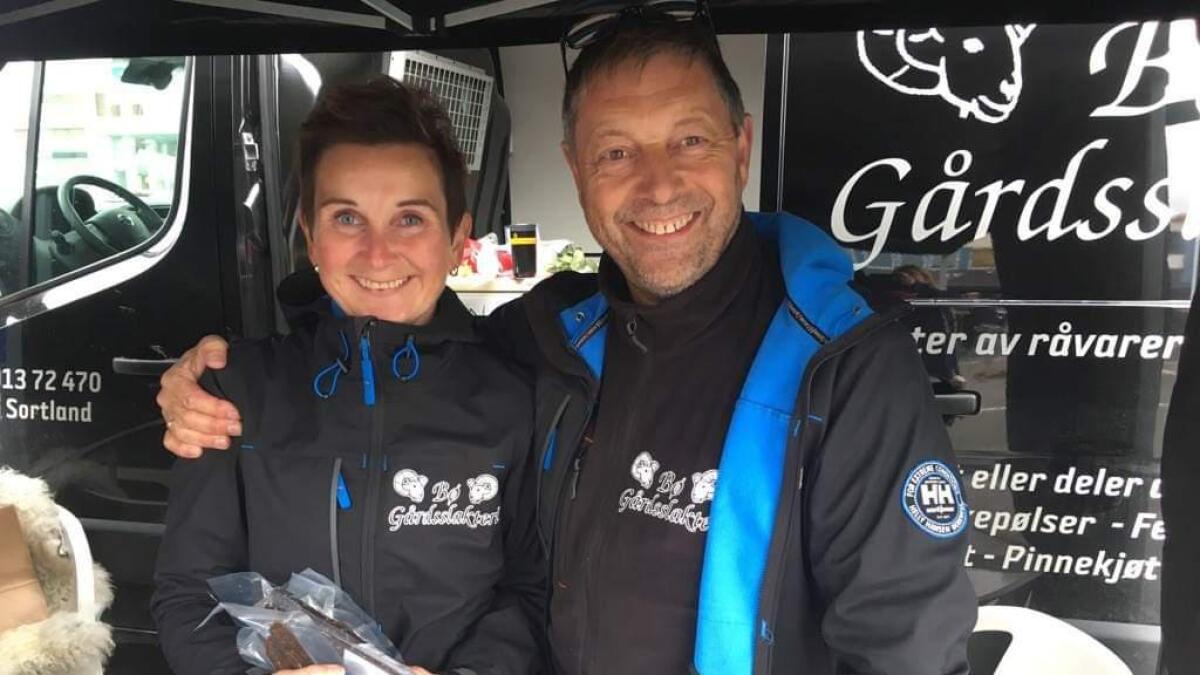 Arne Olaussen driver Bø gårdsslakteri med god hjelp fra samboeren Heidi Larsen.