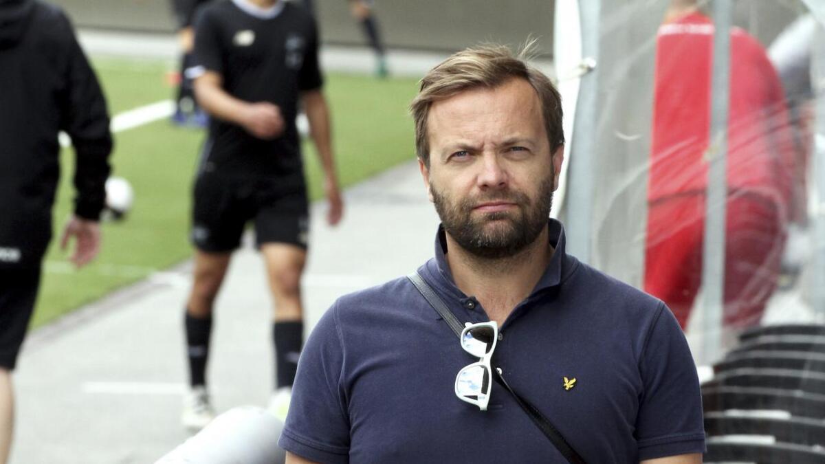 Einar Håndlykken synes det er uheldig og beklagelig at kamper flyttes, spesielt der supportere har kjøpt flybilletter.