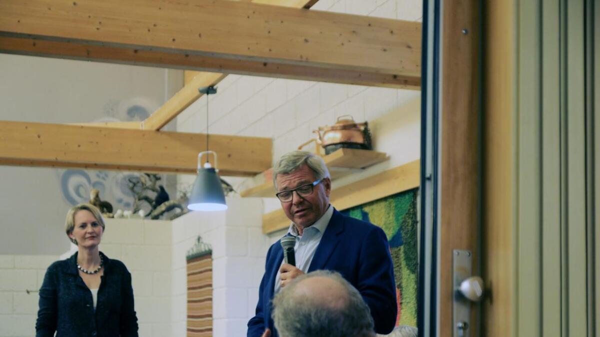 Kjell Magne Bondevik (biletet) auka budsjetta for norsk hjelp til u-land i si tid som statsminister. Trygve Refsdal er likevel skeptisk til effekten. Her er Bondevik under samlinga på Helgatun i Myrkdalen sist helg.