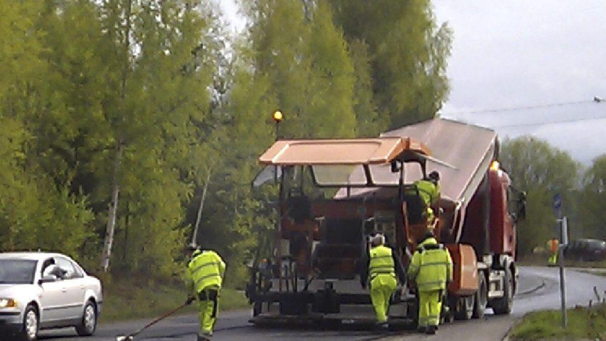 Noen få prosjekter i Nes skal få asfalt i år, melder Statens vegvesen og Akershus fylkeskommune.Arkiv