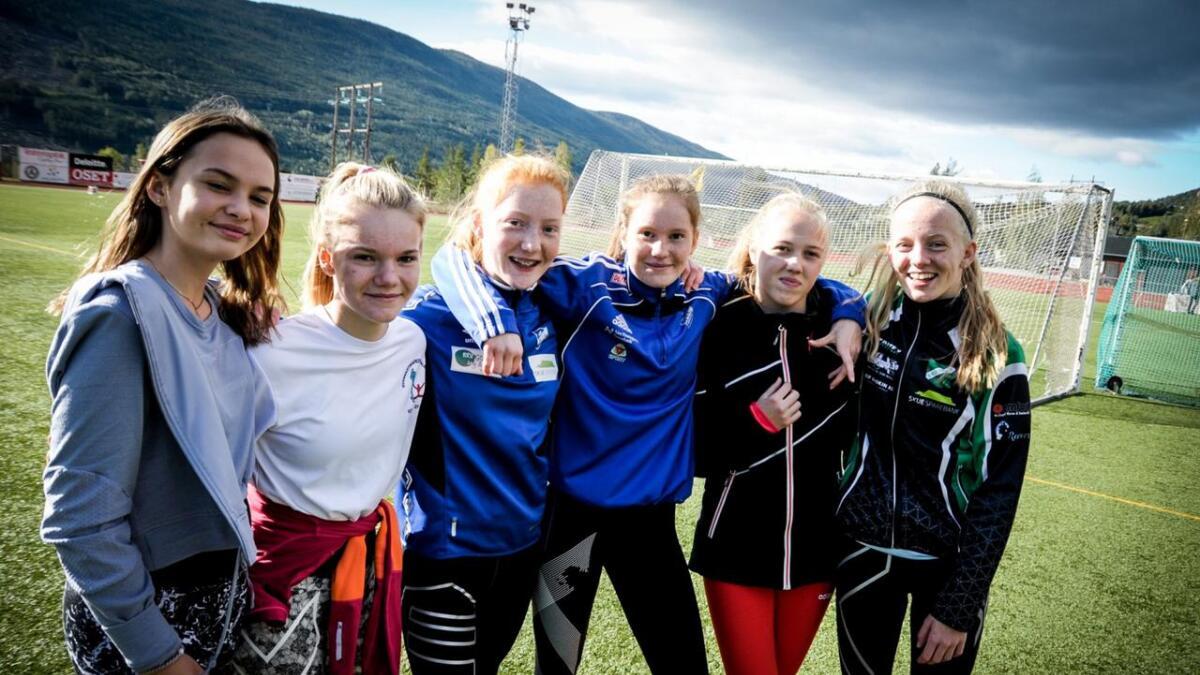 Julia Langehaug Levorsen, Celine Sivertsen, Maren Rolland Johansen, Ingrid Tørrisplass, Sandra Huløen Teigen og Marit Nordhagen var spent før dei siste øvingane.