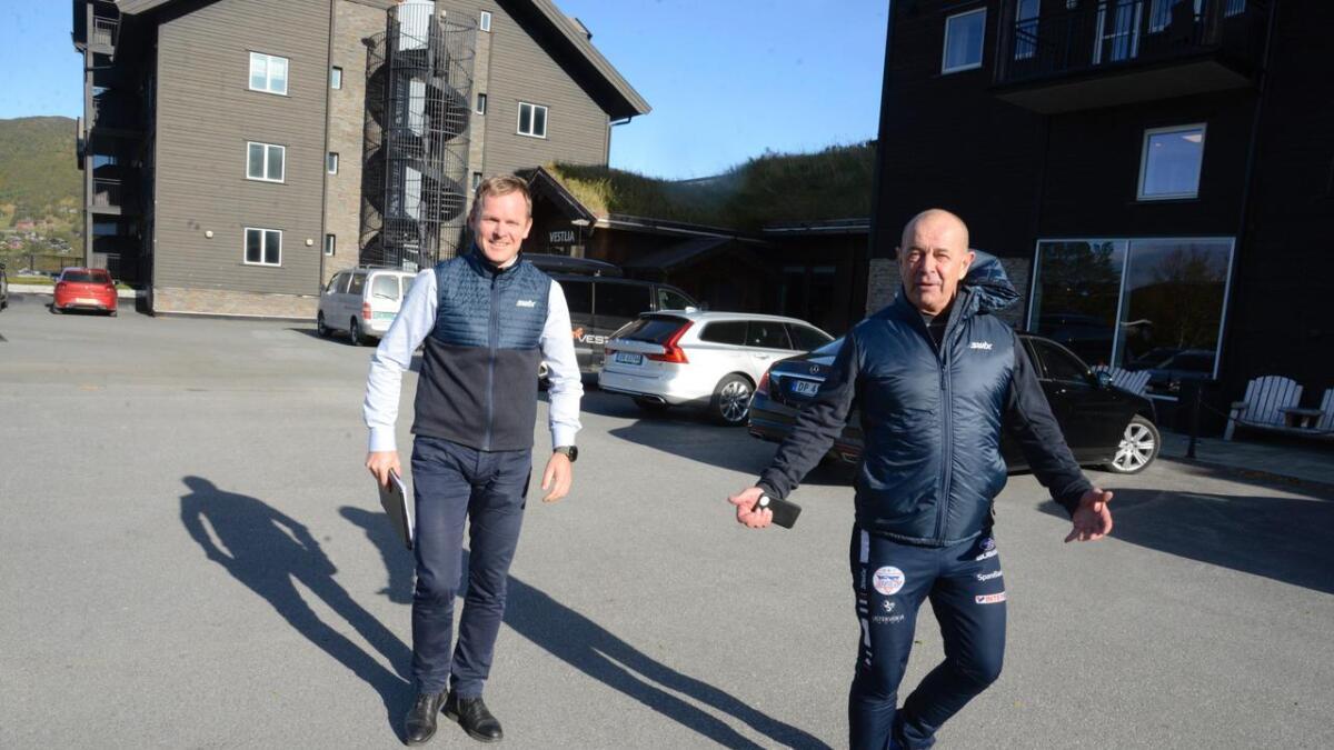 Adm.direktør Roger Espeli (t.v.) og hotelleigar Pål G. Gundersen understrekar at branntryggleiken er på høgste nivå på Vestlia Resort.