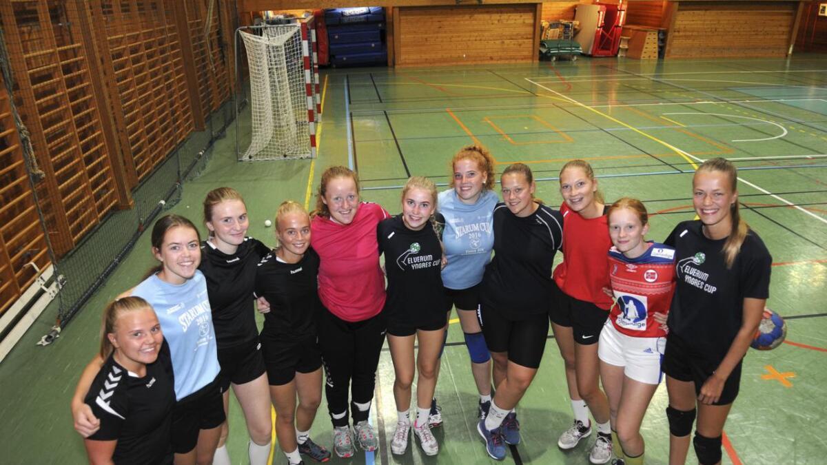 R&Ås jenter 18 skal forsøke å kvalifisere seg for Lerøy-serien, som er en landsomfattende serie. De møter fjorårets vinner i kvalifiseringen.