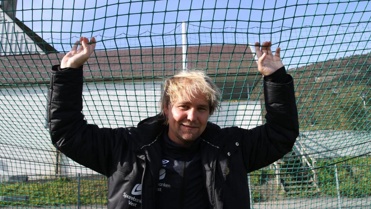 33 år gamle Eirik Een vert omtala som eit dedikert trenartalent som kan nå langt. Fyrste målet er opprykk for Fbk Voss.