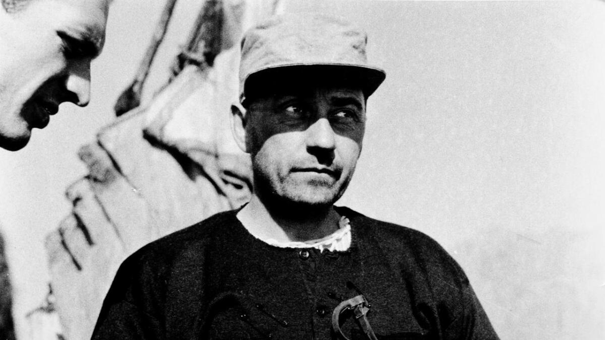 Henrik Brun ved isbreen i 1936.