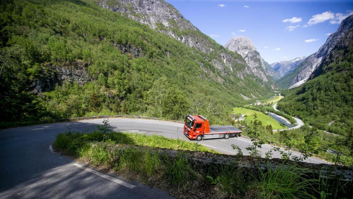Det trengst større parkeringsplass ved foten av Stalheimskleiva (biletet).