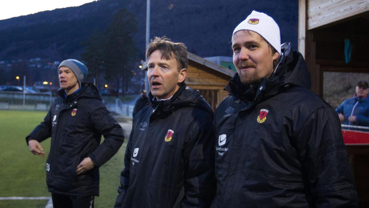 Espen Stueland (f.v.), Hallgeir Finbråten og Eirik Een held høgst truleg fram som trenarar for Voss sitt herrelag.