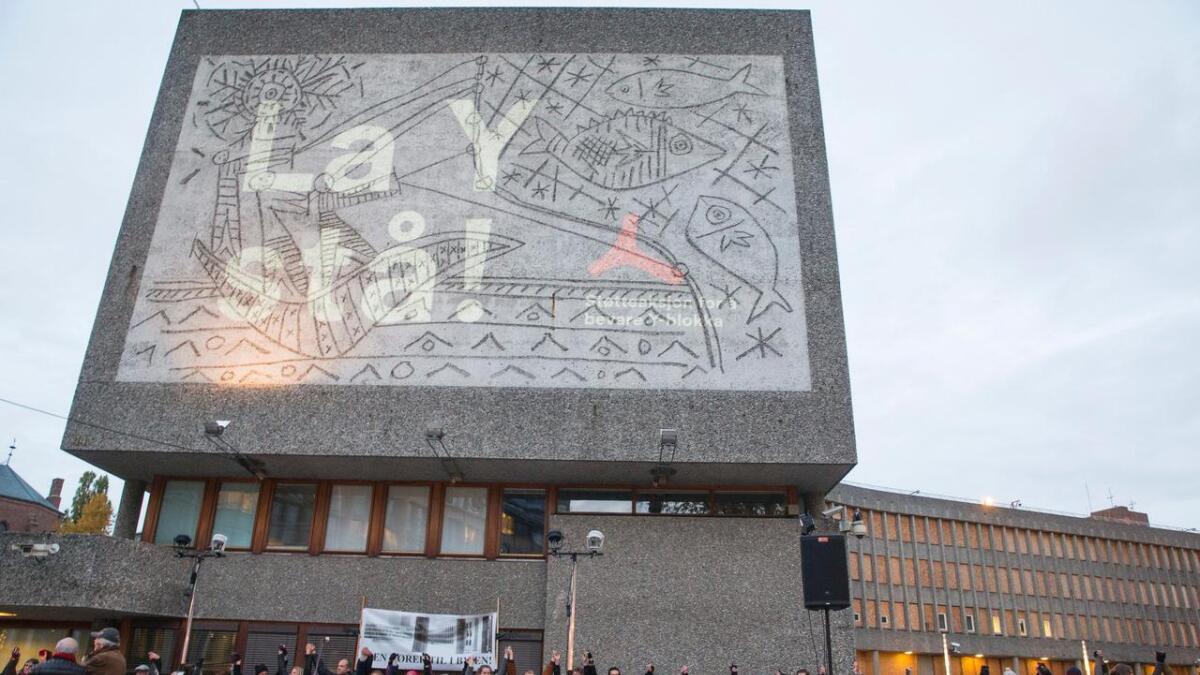 Plan- og bygningsetaten i Oslo kommune har gitt Statsbygg klarsignal til å rive Y-blokka i regjeringskvartalet.