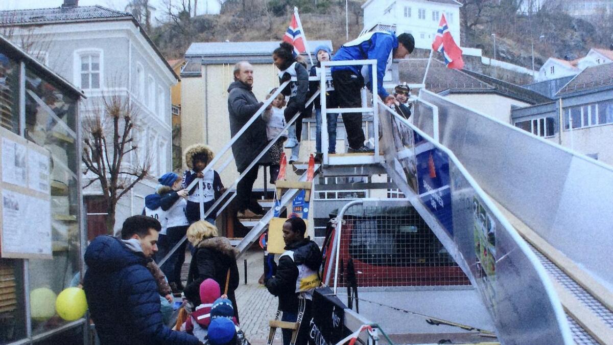 Bringsverdbakken besøkte Arendal Vinterfestival og var et populært innslag for en ny hoppgenerasjon.