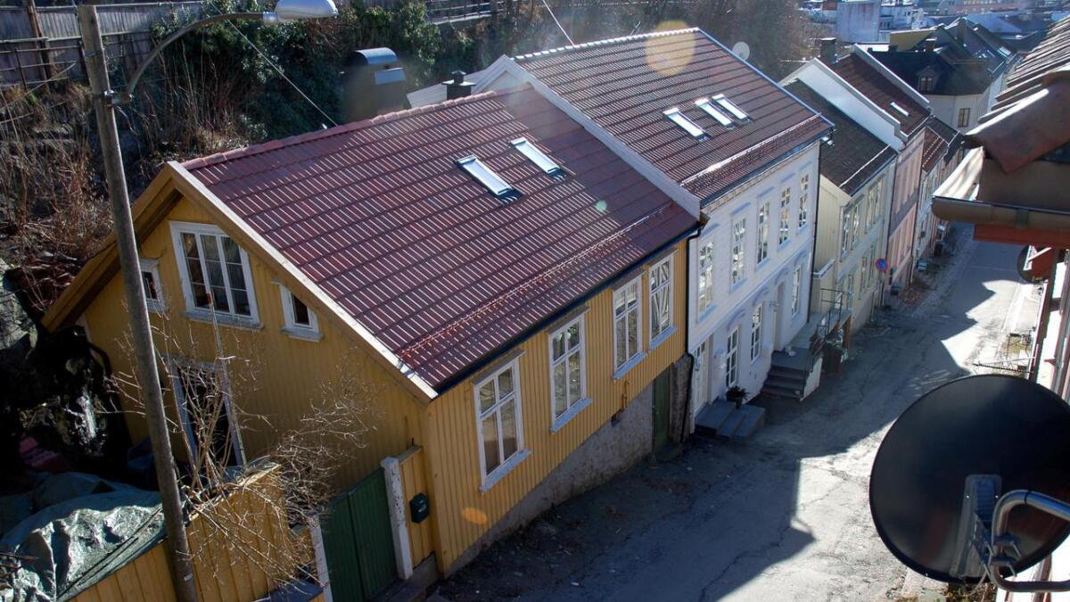 Det blir fort steile fronter i politikken når eiendomsskatten debatteres, så også i Arendal. Dette bildet er hentet fra Bendikskleiv i Arendal sentrum. Alle boliger skal nå omtakseres for å få et nytt grunnlag for en endret eiendomsskatt.