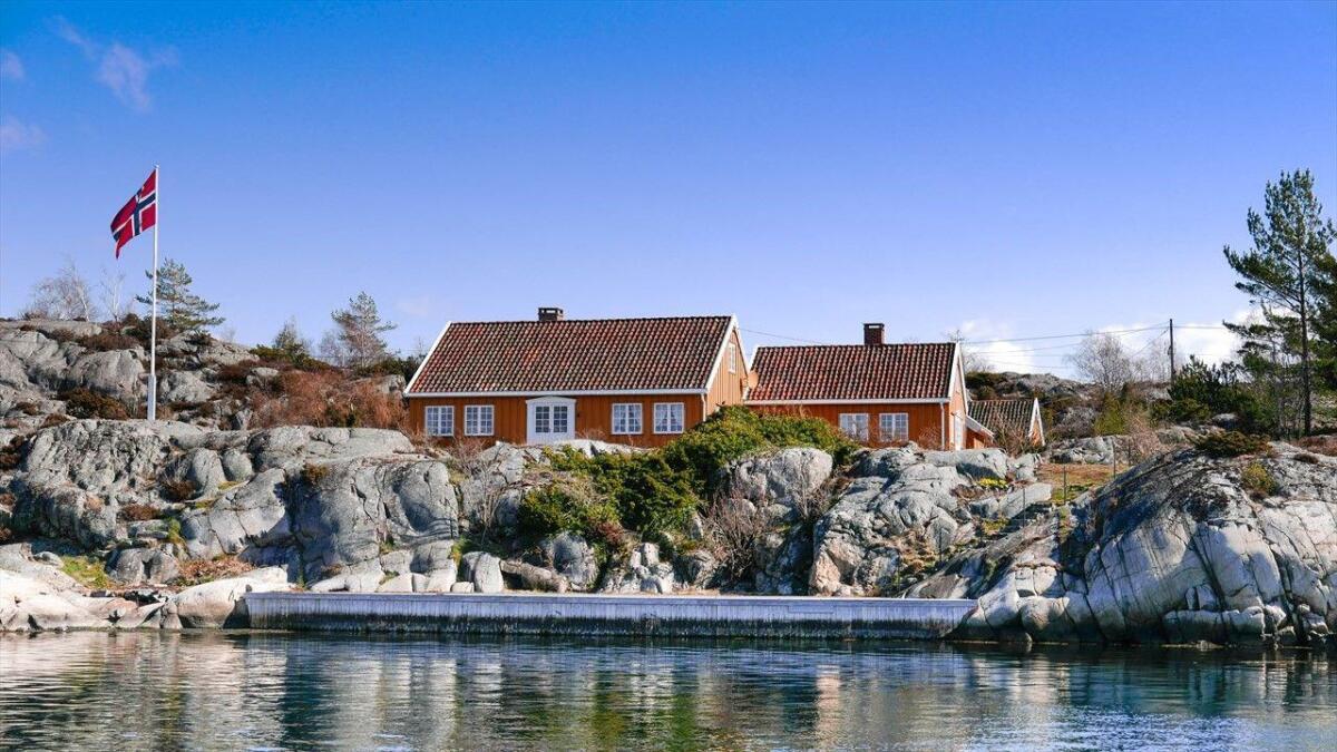 Ved kjøp av eiendommene får man blant annet fire brygger, hvor den lengste er på cirka 20 meter.