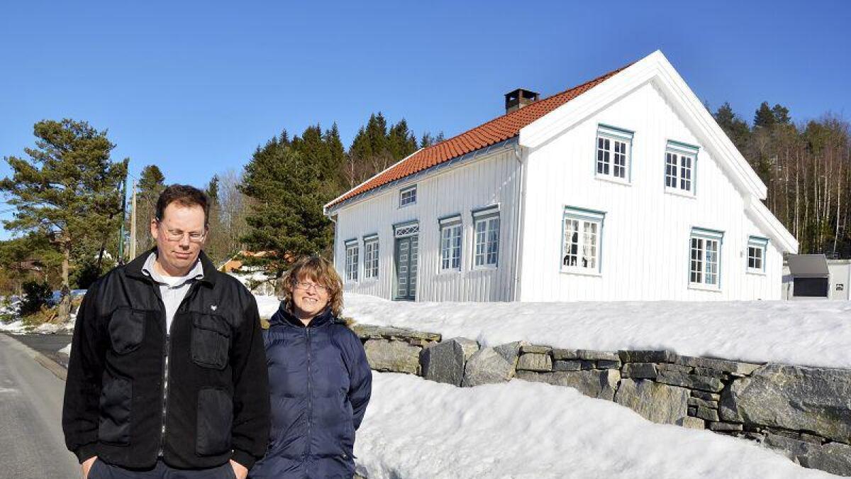Jan og Grethe Ellingsen har restaurert «Garen» i Westermoenveien 5 på Skiftenes siden de kjøpte eiendommen i 2007. Nå får de anerkjennelse for strevet og har fått Bygningsvernprisen 2013. – Gøy og overraskende, sier Grethe Ellingsen.