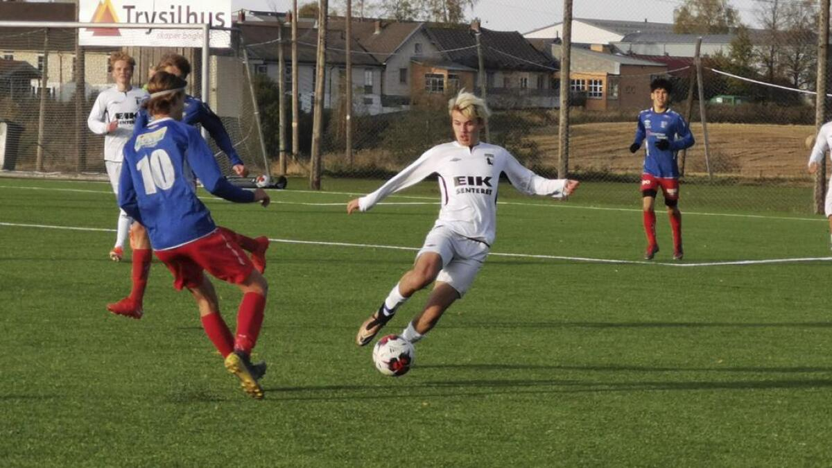 Her er Jørgen Rasmus Johannessen (med ball) i aksjon for Team Nes i mandagens oppgjør mot Rælingen.
